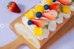 Cách làm bánh kem cuộn trái cây thơm mềm mát ngọt ai cũng mê