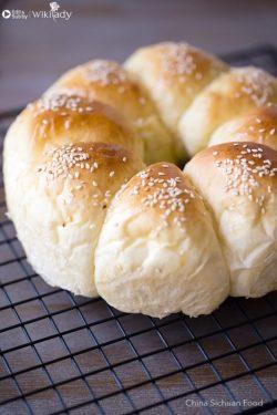 Công thức làm món bánh mì sữa vòng hoa cho bữa ăn sáng thơm ngon, đủ chất