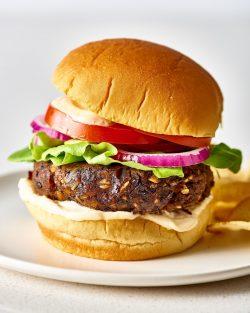 Công thức làm món Burger đậu đen thuần chay tuyệt ngon