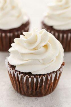 Hướng dẫn cách đơn giản để làm kem sữa tươi vạn người mê (Stabilized whipped cream)