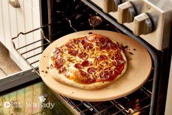 Hướng dẫn cách làm sạch đá nướng pizza rất hữu ích