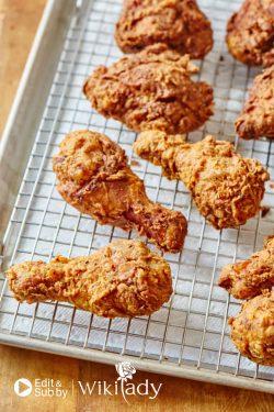 """Hướng dẫn cách làm món gà rán vàng giòn, ngon """"thách đấu"""" KFC"""