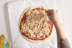 Cách làm Pizza ngay tại nhà – công thức siêu đơn giản, tuyệt ngon!