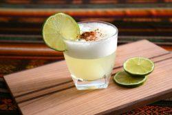 Cocktail pisco sour quả mâm xôi thơm mát
