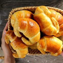 Tự làm bánh con cua cho bữa sáng