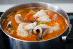 Cách nấu canh cá kiểu Thái
