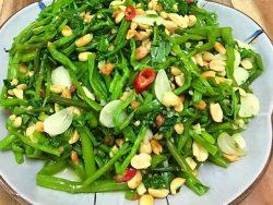 Cách làm nộm rau muống khế giòn ngon cho bữa cơm ngày hè