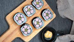 Làm sushi hình hoa anh đào xinh yêu cho ngày hè năng động