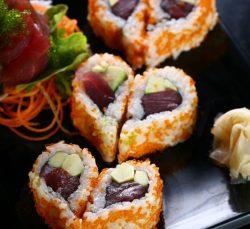 Cách làm sushi hình trái tim xinh xắn