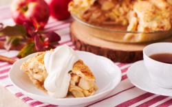 Bánh táo phủ kem tươi thơm ngon khó cưỡng