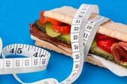 Làm sao để giảm cân nhưng vẫn đảm bảo lượng calo cần thiết?