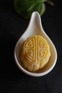 Cách làm bánh trung thu sầu riêng thơm ngon và lạ miệng
