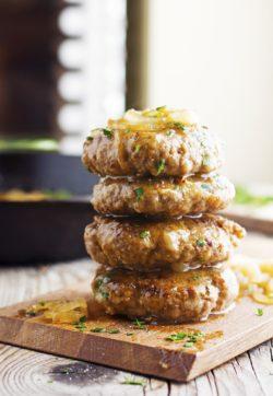 Cách làm Hamburger Steak với hành tây và nước sốt thịt ngon xuýt xoa