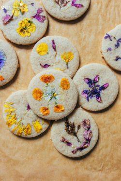 Bí quyết làm bánh quy thuần chay đầy hoa đẹp ngất ngây