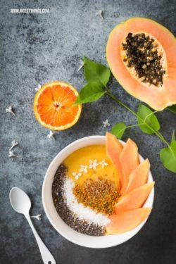 Ngập tràn năng lượng với smoothie bowl vàng sóng sánh: xoài, cam, đu đủ và phấn ong