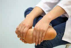 Làm thế nào để hạn chế chứng tê chân khó chịu?