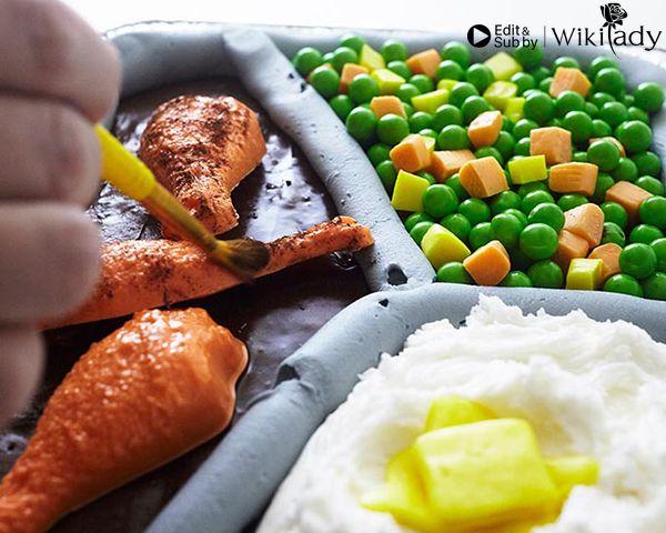 trang trí bánh thành khay cơm 3