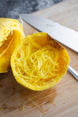 """Cách nấu Spaghetti squash – món Bí """"mì"""" Lowcarb"""