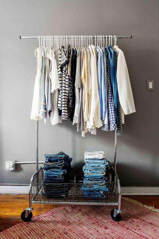 Cách sắp xếp quần áo thông minh cho nhà nhỏ