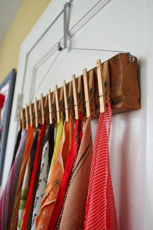 Các móc nhỏ cố định trên khung, vật dụng rất hữu ích để treo khăn, hay quần áo ..