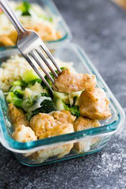 Thịt gà phô mai cùng cơm súp lơ – Bộ đôi Lowcarb hoàn hảo