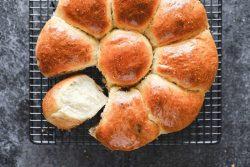 Hướng dẫn cách làm bánh mì sữa nhồi thịt xá xíu cực kỳ chi tiết