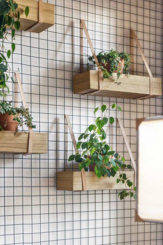 Tự làm kệ treo tường bằng gỗ đơn giản