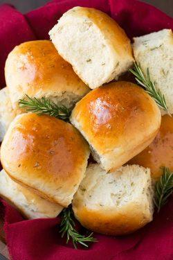 Công thức làm bánh mì hương thảo ngon điên đảo