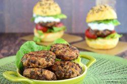 Cách làm bánh burger chay bằng nồi chiên không dầu
