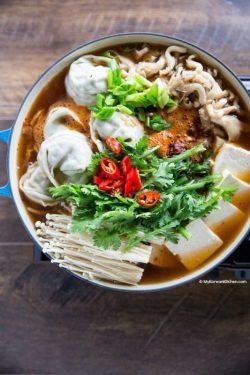 Cách nấu lẩu há cảo Hàn Quốc - Ngọt vị hấp dẫn đến miếng cuối cùng (Mandu Jeongol)