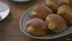 https://blog.wikilady.vn/cong-thuc-banh-donut-custard-vani-nhan-tan-chay-ngon-tuyet/