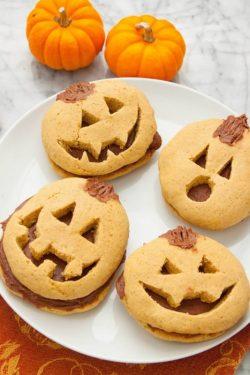 Bánh quy bí ngô Halloween tự làm đơn giản