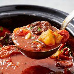 Bò hầm rượu vang sốt cà chua đặc biệt thơm ngon