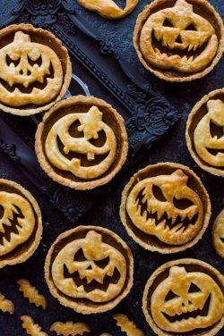 https://blog.wikilady.vn/banh-tart-bi-ngo-jack-o-lantern-halloween-sang-tao/