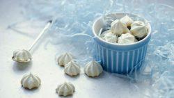 https://blog.wikilady.vn/cach-lam-keo-meringue-lam-tu-long-trang-cung-an-la-me/