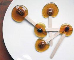 Cách làm kẹo mút caramel  đơn giản tại nhà