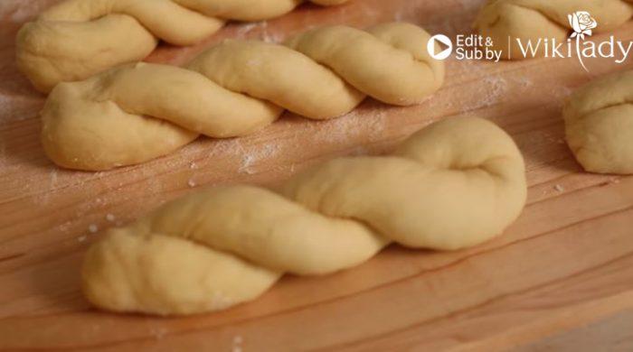 Cách làm bánh Donut xoắn giòn ngon