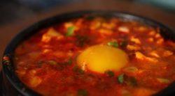 Kim chi hầm với đậu hủ non đúng chuẩn Hàn Quốc
