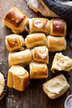 Công thức bánh mì cuộn Parker House vị bơ mật ong