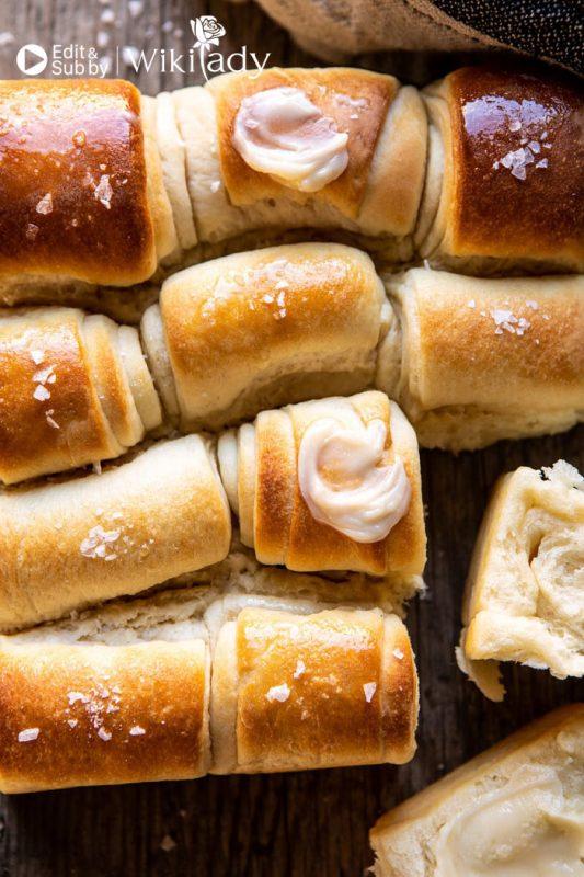 bánh mì cuộn parker house
