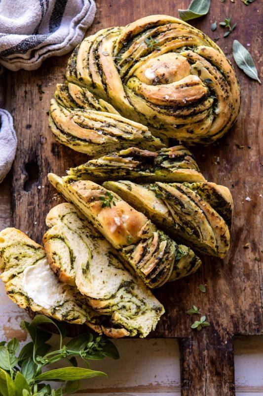 Công thức bánh mì cuộn tỏi và thảo mộc siêu hấp dẫn