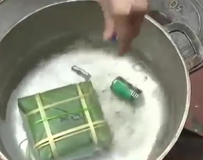 3 mẹo hay nhận biết bánh chưng luộc pin, nhuộm phẩm