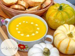 Công thức món súp bí đỏ, ăn kèm bánh mì nướng bơ tỏi thơm giòn